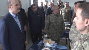 İçişleri Bakanı Soylu, askerlerle kahvaltıda bir araya geldi