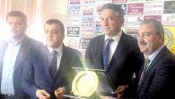 AKP Heyeti'nden Gazetecilere Kutlama