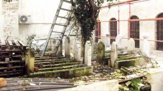Merdivenin ayağı, Mezar toprağında