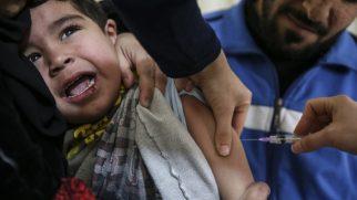 Suriyeli çocuklar aşılanıyor