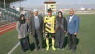 Genç futbolcuya anne-baba desteği