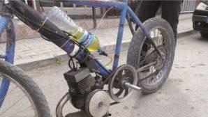Yoksul mucitten pet şişeli motosiklet