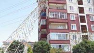 Yüksek gerilim hattı apartmana devrildi