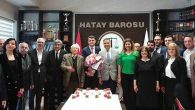 """CHP heyetinden avukatlara """"çiçekli kutlama"""""""