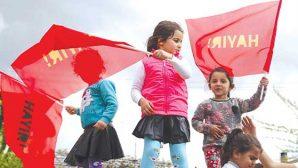İskenderun mitinginde 'Hayır' bayrakları açıldı