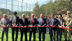 Suriyeliler için futbol sahası