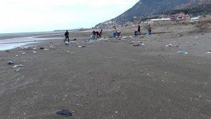 Çevlik sahilleri temizleniyor