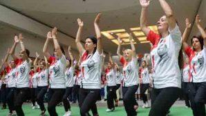 HBB Halk Dansları Topluluğu'ndan AVM'de sürpriz gösteri