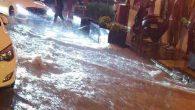 İşyerlerini su bastı