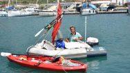 Amatör balıkçı, şişme botla İstanbul'da denize açıldı