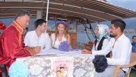 Deniz ortasında evlendiler