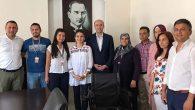 Kaymakam Karaosmanoğlu engelli genci sevindirdi