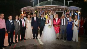 CHP'nin genç asistanı evlendi: