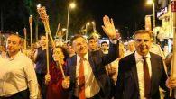 Ellerde Fenerler, Türk Bayrakları İle