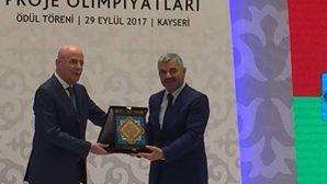 Necmi Asfuroğlu  Ödülünü Aldı