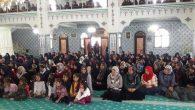 Türk ve Suriyeli  Kız Öğrenciler  Hediyeleşti