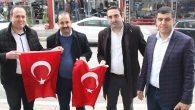 Samandağ Belediyesi Türk Bayrağı dağıttı