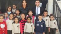 Arsuz'da CHP'li gençlerden  öğrencilere kitap desteği