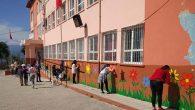 Okul duvarları çiçek bahçesine dönüştü