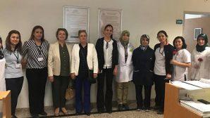 AKP'li kadınlardan ebelere ziyaret