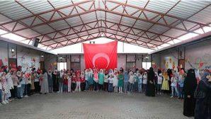 Bakan, Suriyeli Yetim Çocuklarla