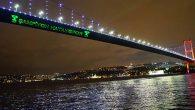 İstanbul Boğazında ışıklı yazı