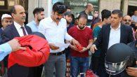 Samandağ'da CHP'li gençler KASK dağıttı