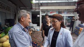 CHP'nin kadın adayı, esnafın sıkıntısına üzülüyor: