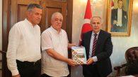 Kalaycıoğlu, kitabını Vali Alta'ya hediye etti