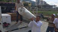 Belediye Başkanı çeyiz eşyası taşıdı