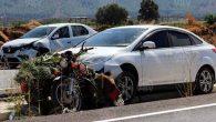 Motosiklet, 2 Otomobil  Ortasında Kaldı