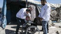 Savaş mağduru engelli çocuğa tekerlekli sandalye