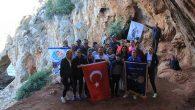 43.000 Yıllık Mağaraya  Türk Bayrağı