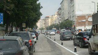 Atatürk caddesinde  çift yöne doğru