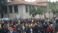 Halk, Atatürk'ü için alanlarda…