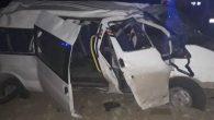 Altınözü'nde minibüsün lastiği patladı
