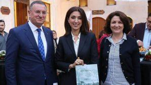Büyükşehir Belediyesi desteğiyle, Elif Ovalı'nın kitabı çıktı: