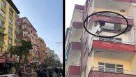 Bir apartmanın 2 balkonu  çöktü