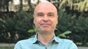 """""""50 Soruda Yapay Zekâ"""" adlı çok satan kitabın yazarı Prof. Dr. Cem Say:"""