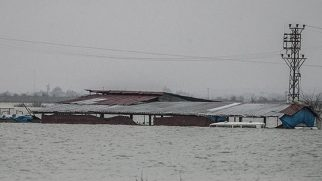 Aşağı Oba'da evleri yine su bastı