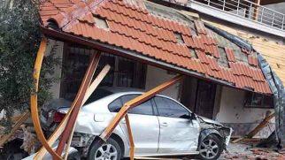 Otomobil, evin içine girdi…