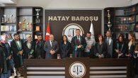 4 Avukat Cübbe Giydi