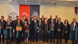 "Hatay'da 14 Avukat'a ""Meslekte 30.Yıl Plaketi"""