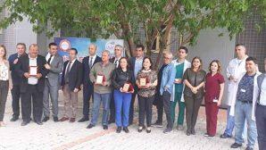 MKÜ Hastanesinde emekli 5 personele şilt