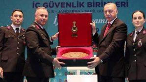 Cumhurbaşkanı Erdoğan'a Plaket