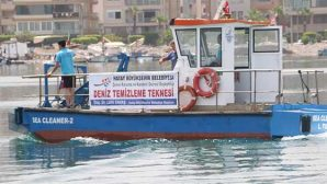 BŞB Teknesi deniz temizliğinde