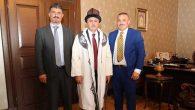 Vali Doğan'a Kırgızistan Yerel Giysisi