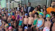 Defne'de 1400 çocuk  yüzme öğrendi