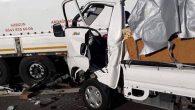 Kamyonet Tıra Çarptı: 2 Ölü 1 Yaralı