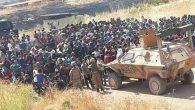 Suriyeli siviller sınırda eylem yaptı, saldırılarda bulundu: